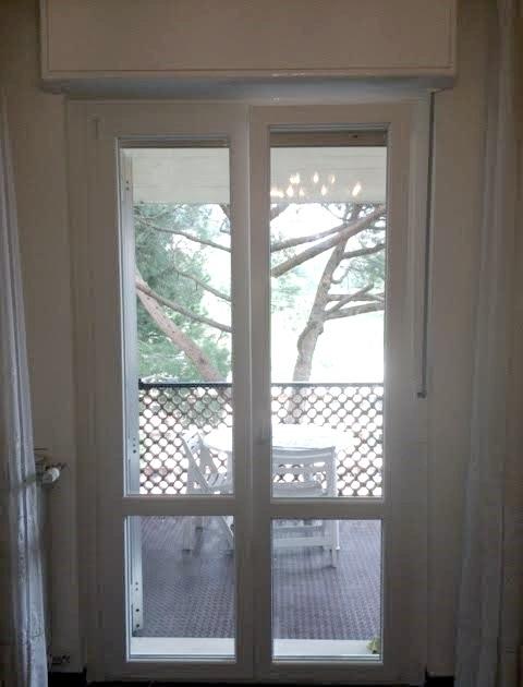 Nostri lavori porta finestra con traverso infissi for Finestre pvc costo