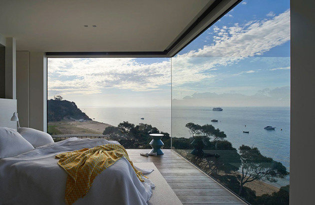 modern-wood-and-glass-australian-beach-house-1-thumb-630x411-17955