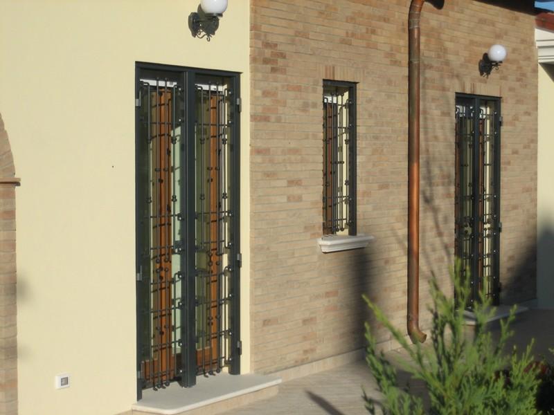 Grate di sicurezza infissi genova garrone serramenti - Porte e finestre genova ...