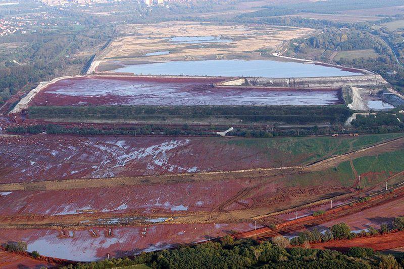 Inondazione fango rosso